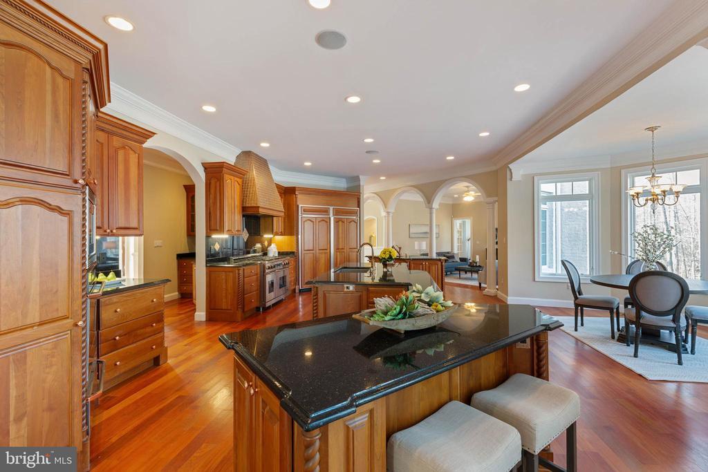 Gourmet Kitchen with Island - 8033 WOODLAND HILLS LN, FAIRFAX STATION