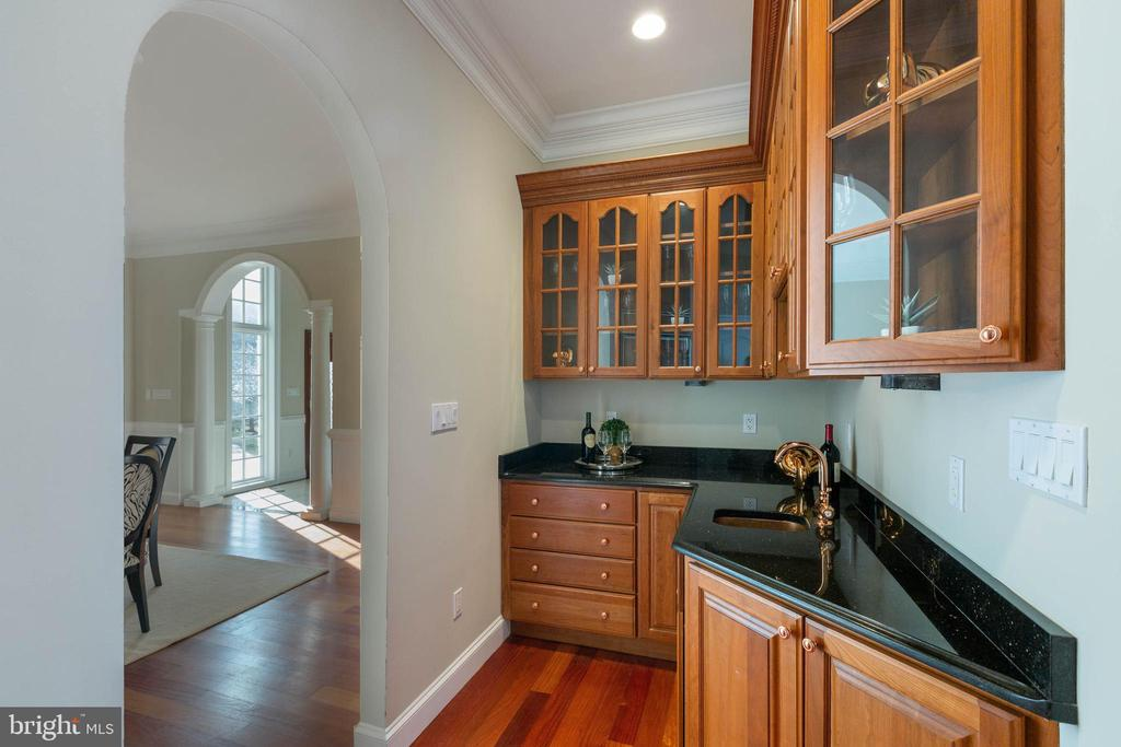 Butler's Pantry off Kitchen & Dining Room - 8033 WOODLAND HILLS LN, FAIRFAX STATION