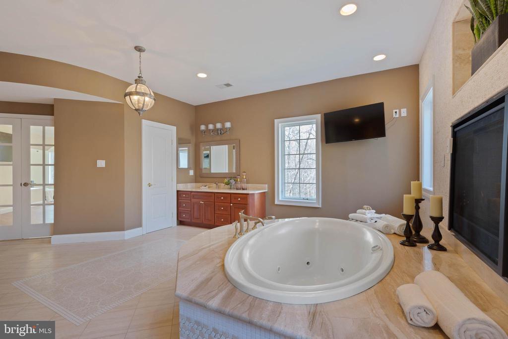 Master Bathroom - Dual Granite Vanities, TV - 8033 WOODLAND HILLS LN, FAIRFAX STATION