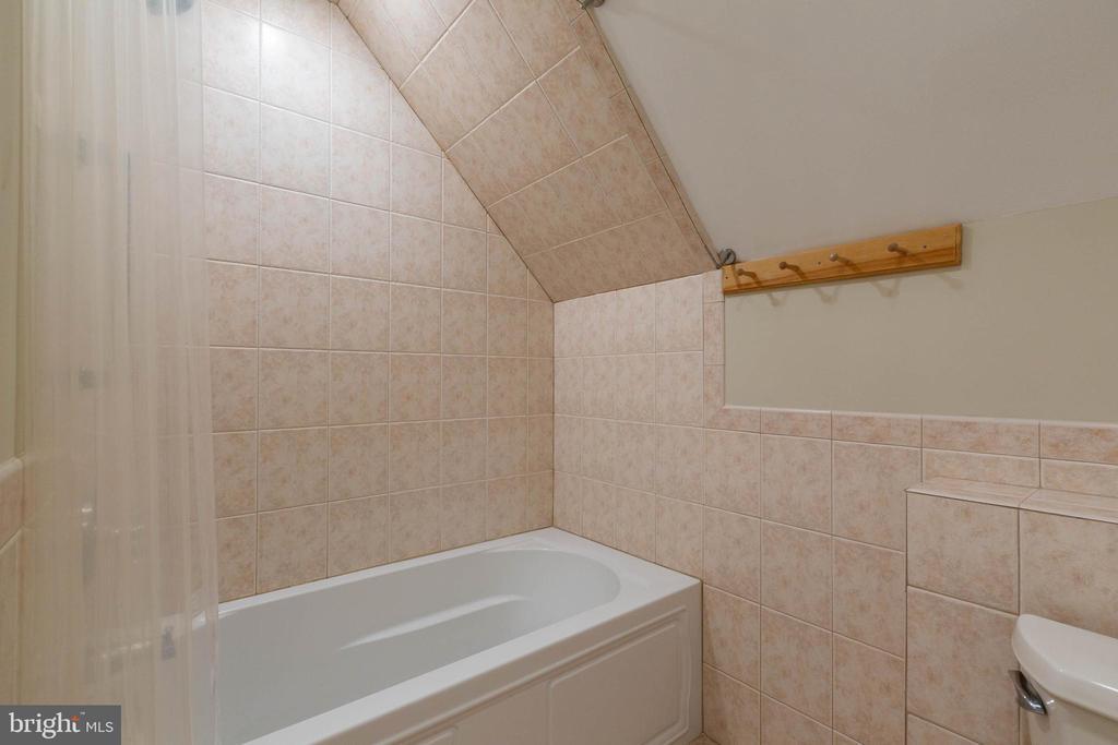 Water Closet in FBA - BR7 Suite - 8033 WOODLAND HILLS LN, FAIRFAX STATION