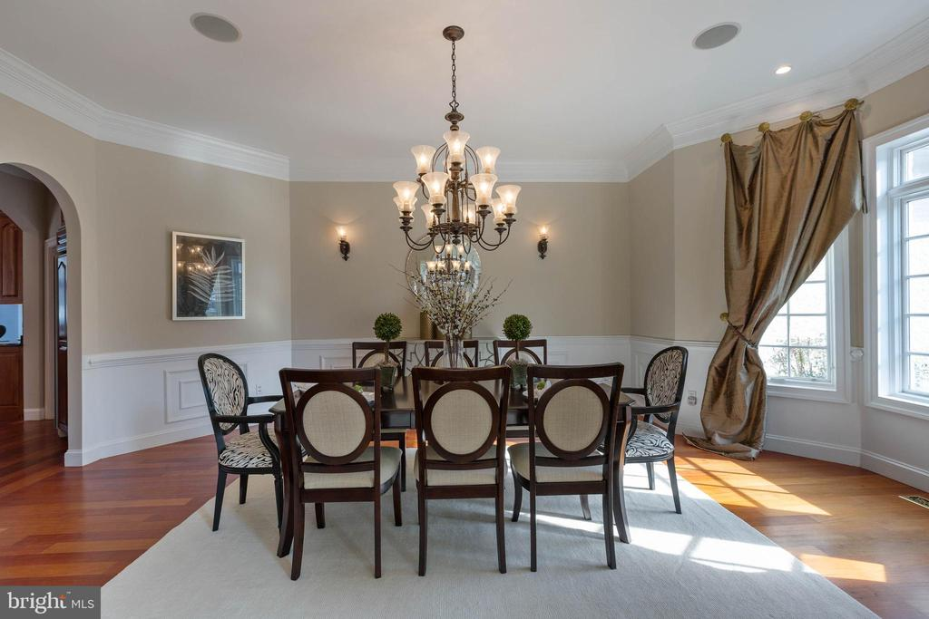 Dining Room with front Bay Window - 8033 WOODLAND HILLS LN, FAIRFAX STATION