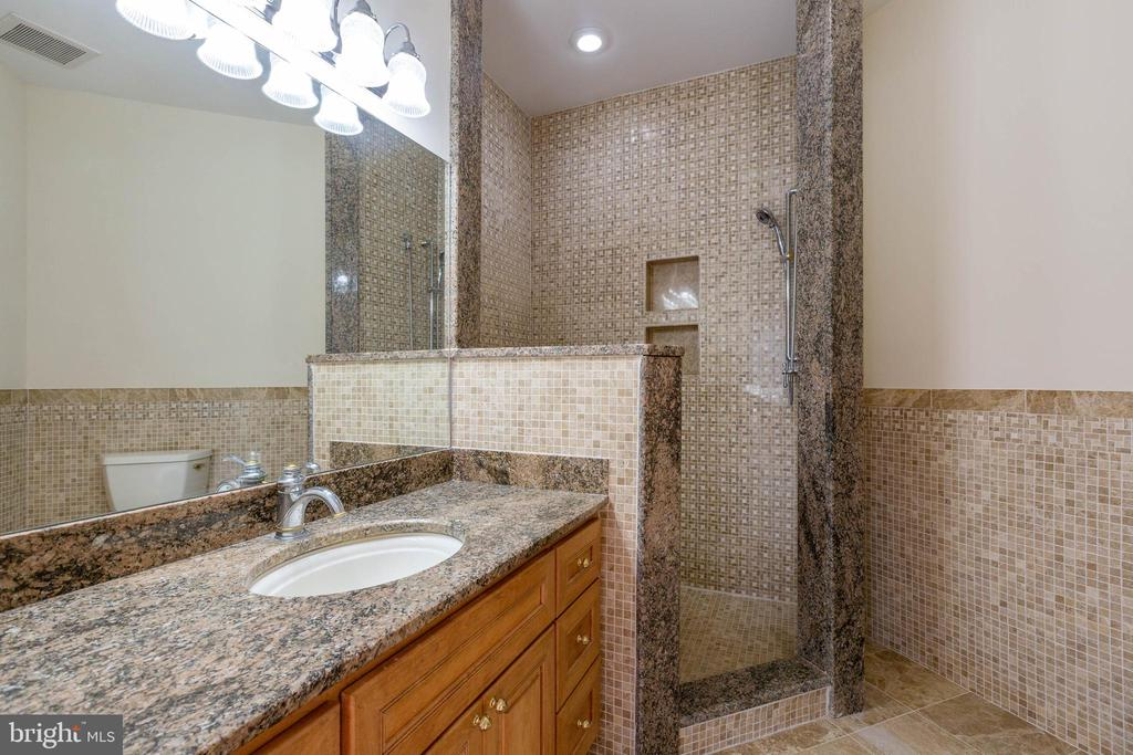 Private Full Bath in Bedroom 2 - 8033 WOODLAND HILLS LN, FAIRFAX STATION