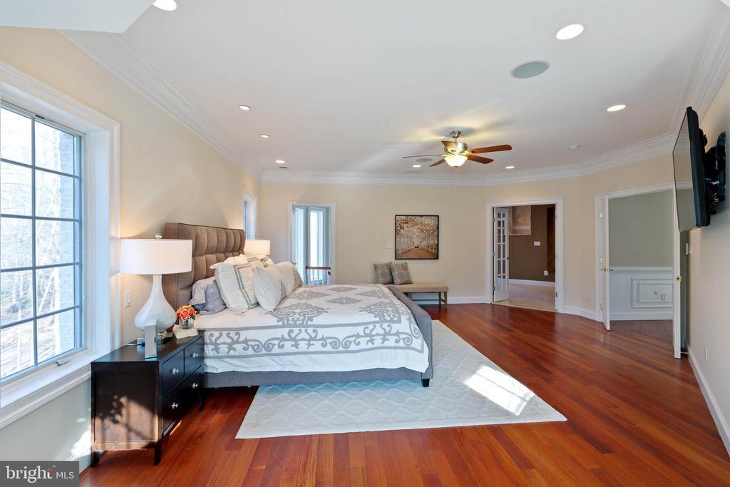 Master Bedroom Suite - 8033 WOODLAND HILLS LN, FAIRFAX STATION