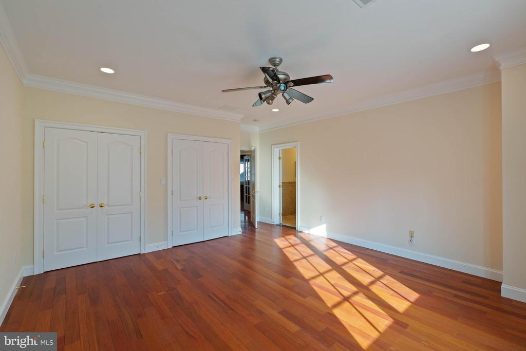 Bedroom 3 Private Full Bath, Double Door Closet - 8033 WOODLAND HILLS LN, FAIRFAX STATION