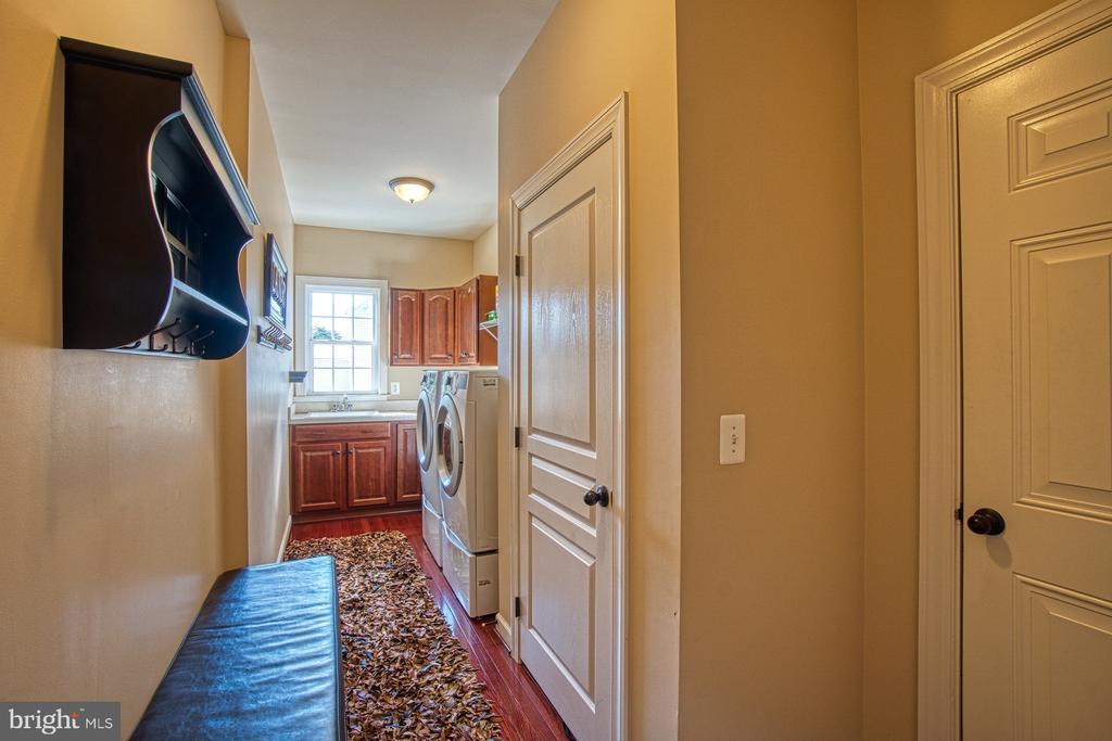 Large Laundry Room / Mud Room - 8251 ARROWLEAF TURN, GAINESVILLE