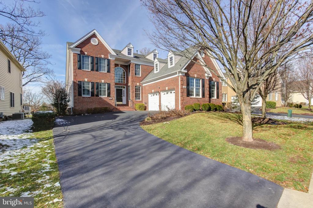 - 19845 BETHPAGE CT, ASHBURN