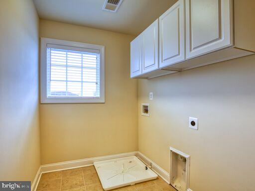 2nd floor laundry room. - 220 LACOSTA CT, WINCHESTER
