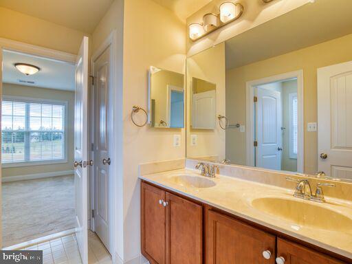 Jack & Jill Bathroom. - 220 LACOSTA CT, WINCHESTER