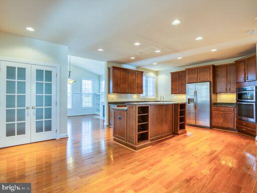 Modernized kitchen with many upgrades. - 220 LACOSTA CT, WINCHESTER