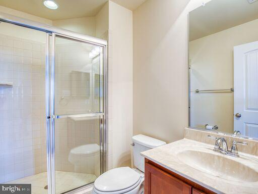 Private Bath for 2nd Bedroom - 220 LACOSTA CT, WINCHESTER