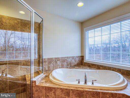 Master Bath - 220 LACOSTA CT, WINCHESTER
