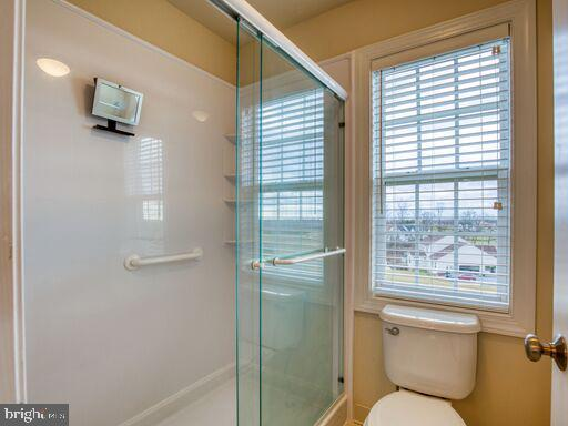 2nd Bedroom Private bath. - 220 LACOSTA CT, WINCHESTER
