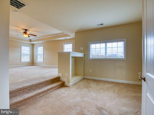 Spacious master with additional sitting area. - 220 LACOSTA CT, WINCHESTER