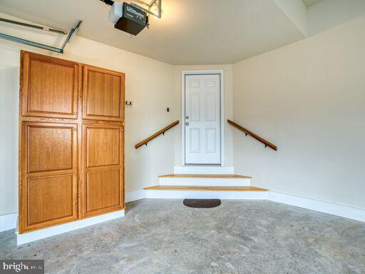 Extra storage space in garage. - 220 LACOSTA CT, WINCHESTER