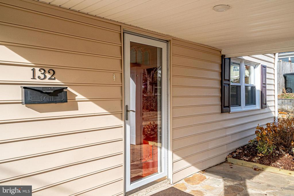 Front Porch - 132 N DONELSON ST, ALEXANDRIA