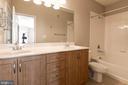 Dual vanity bath w/ soaking tub and linen closet - 12112 GARDEN GROVE CIR #401, FAIRFAX