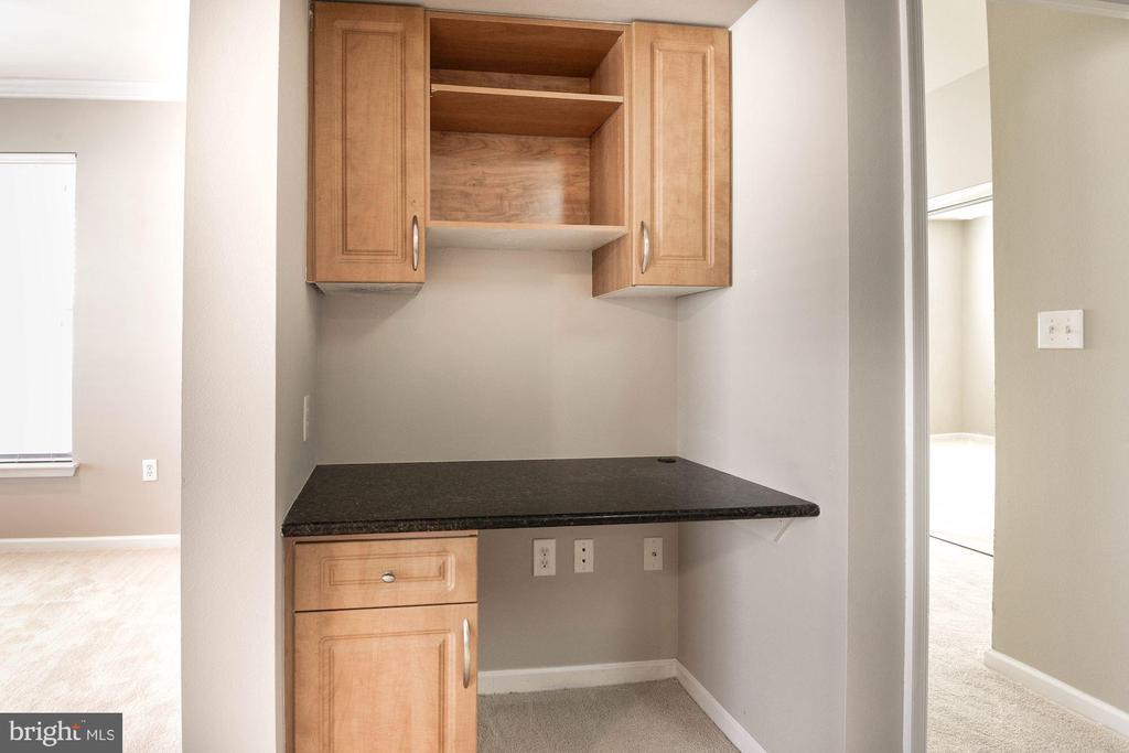 Desk area - 12112 GARDEN GROVE CIR #401, FAIRFAX