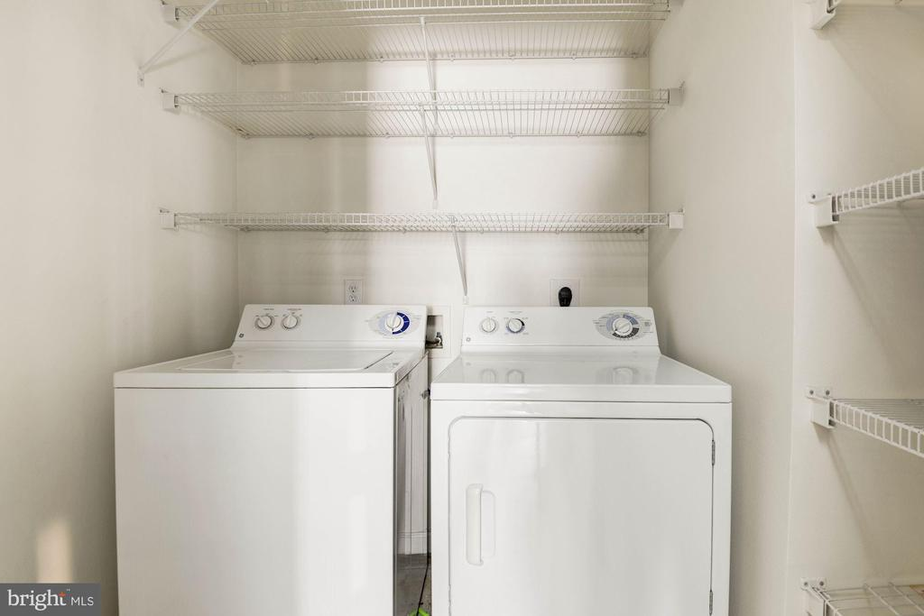 Separate laundry room off the kitchen - 12112 GARDEN GROVE CIR #401, FAIRFAX