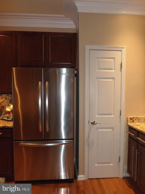 Fridge and Pantry - 13409 RISING SUN LN, GERMANTOWN