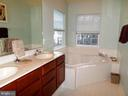 Master Bath with soaking Tub - 13409 RISING SUN LN, GERMANTOWN