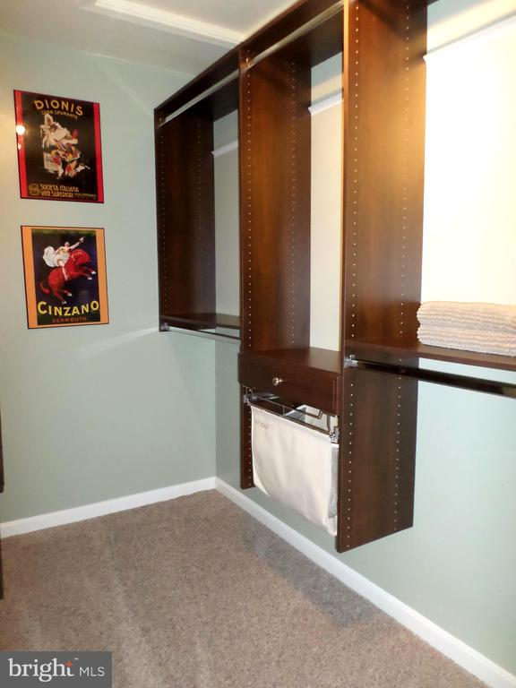 Custom Walk-in Closet - 13409 RISING SUN LN, GERMANTOWN