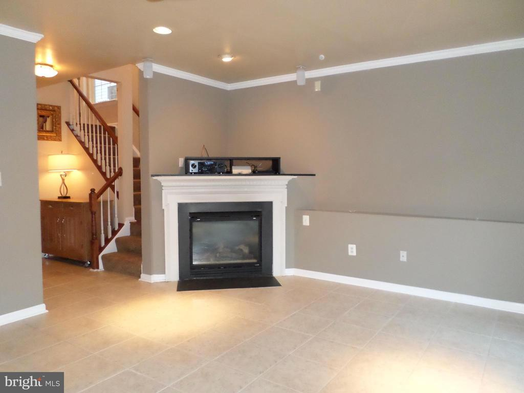 Family Room with gas fireplace - 13409 RISING SUN LN, GERMANTOWN