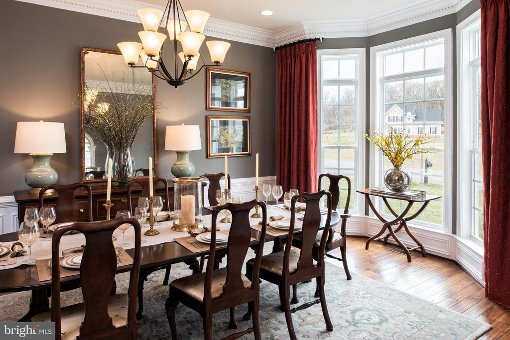 Dining room with full bay window - 18293 WILD RASPBERRY DR, PURCELLVILLE