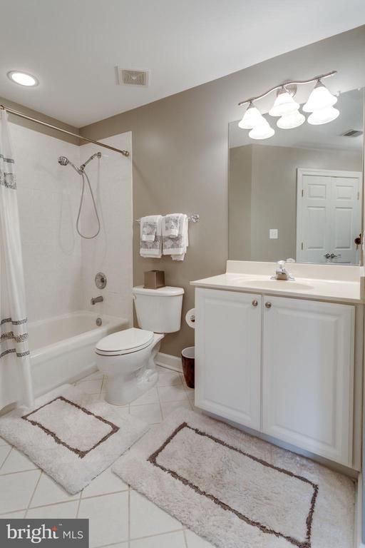 Bathroom - 1644 WHITE PINE DR, VIENNA