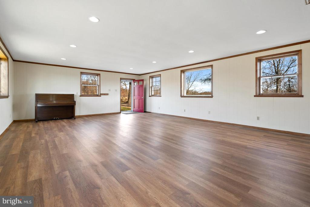 2 exterior doors in this room - 19100 AIRMONT RD., PURCELLVILLE