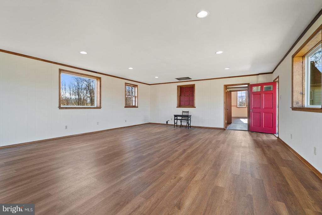 showing door to hallway - 19100 AIRMONT RD., PURCELLVILLE