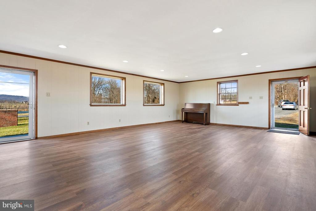 addition with 3 new picture windows - 19100 AIRMONT RD., PURCELLVILLE
