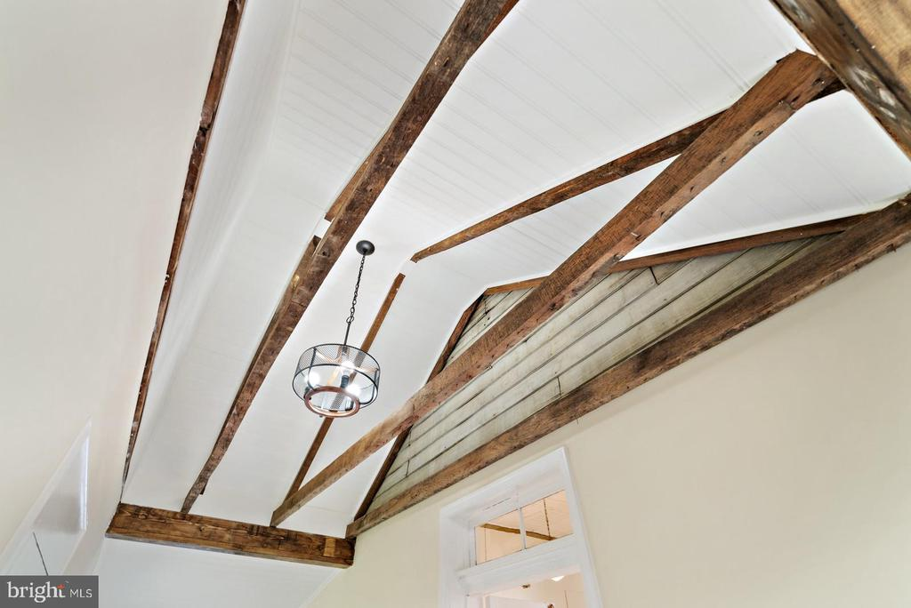 exposed beams & nice chandelier - 19100 AIRMONT RD., PURCELLVILLE