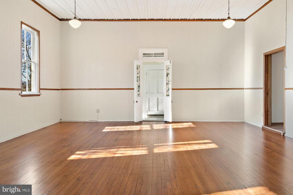 3 huge windows in  main room - 19100 AIRMONT RD., PURCELLVILLE