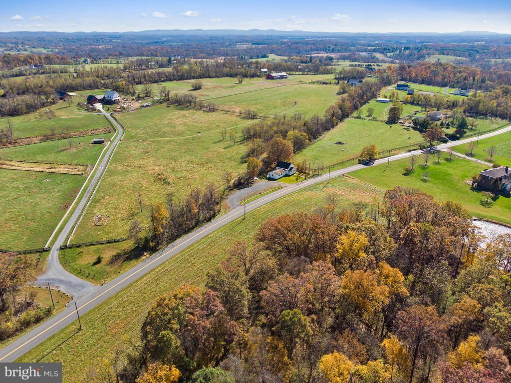 great access to Bluemont, Round Hill  Purcellville - 19100 AIRMONT RD., PURCELLVILLE
