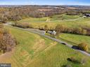 private setting - 19100 AIRMONT RD., PURCELLVILLE