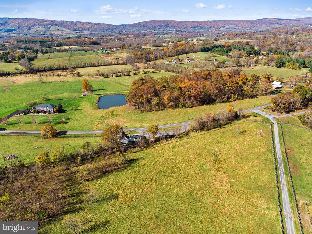 a great place to live or work - 19100 AIRMONT RD., PURCELLVILLE