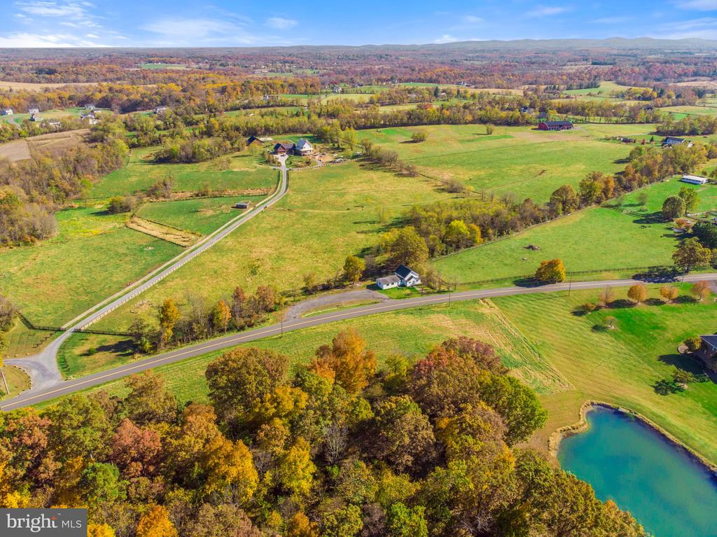 beautiful location, showing the front - 19100 AIRMONT RD., PURCELLVILLE