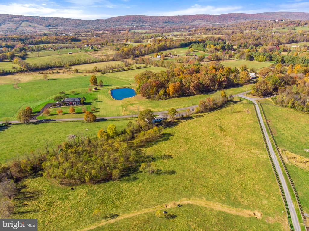 ideal location to attract tourists - 19100 AIRMONT RD., PURCELLVILLE