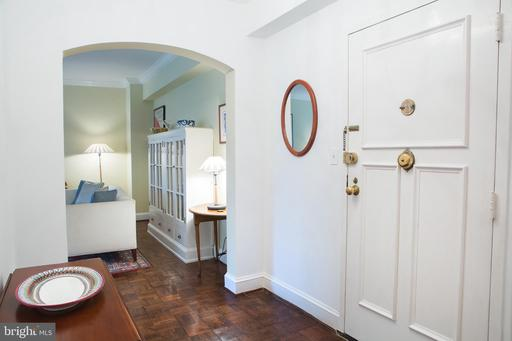4000 CATHEDRAL AVE NW #18-19B