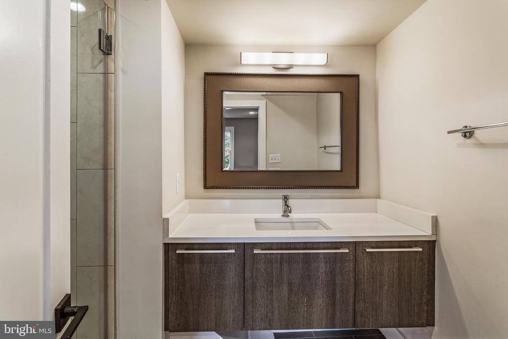 En Suite Bath - 3053 Q ST NW, WASHINGTON