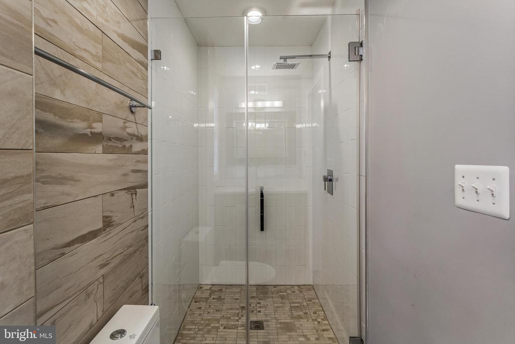 Hall Bath - 3053 Q ST NW, WASHINGTON