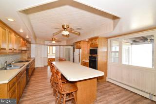 LARGE EAT IN COUNTRY KITCHEN - 14290 CHAPEL LN, LEESBURG