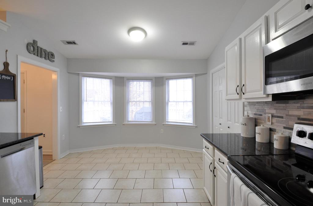 Perfect place for a bistro table or island - 309 STRATFORD CIR, LOCUST GROVE