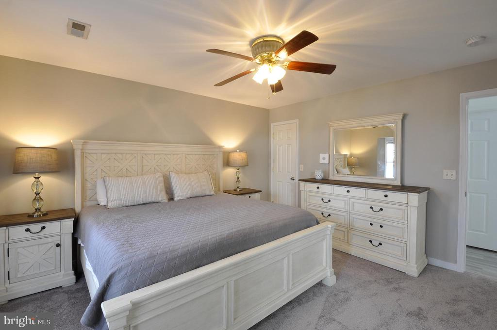 Large master bedroom with TWO walk in closets - 309 STRATFORD CIR, LOCUST GROVE