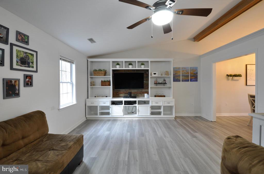 Handy and attractive built in book case - 309 STRATFORD CIR, LOCUST GROVE