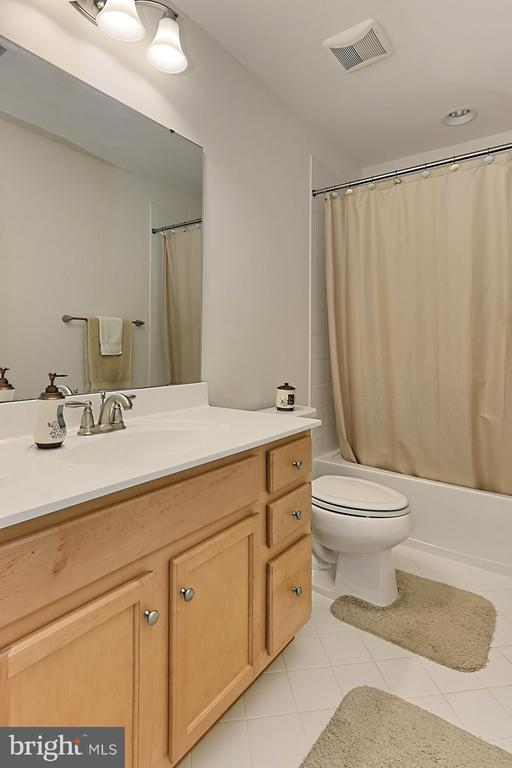 Bath - 2451 CONQUEROR CT, DUMFRIES