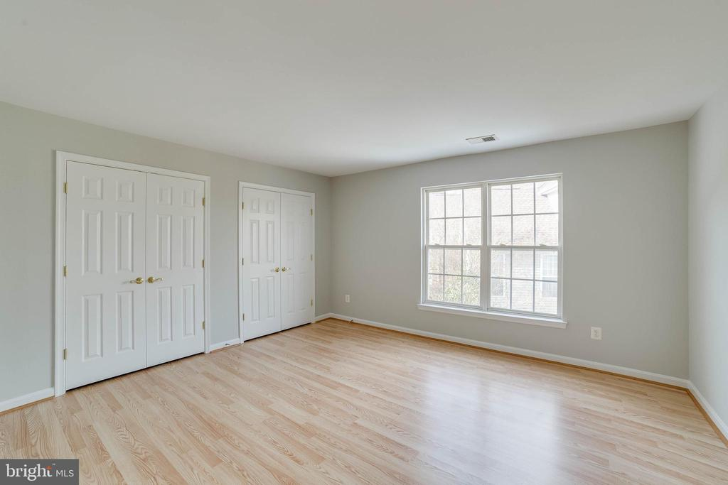 This upper level has an en suite bath - 21072 CARTHAGENA CT, ASHBURN