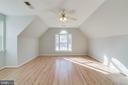 Huge upper level bedroom - 21072 CARTHAGENA CT, ASHBURN