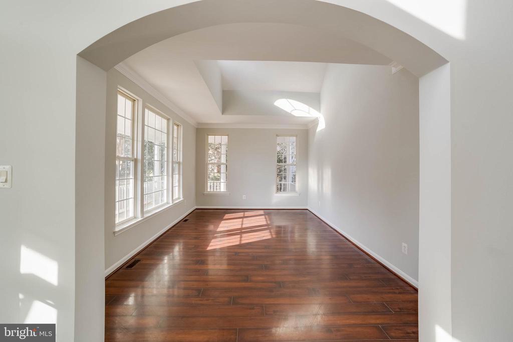 Formal living room - 21072 CARTHAGENA CT, ASHBURN