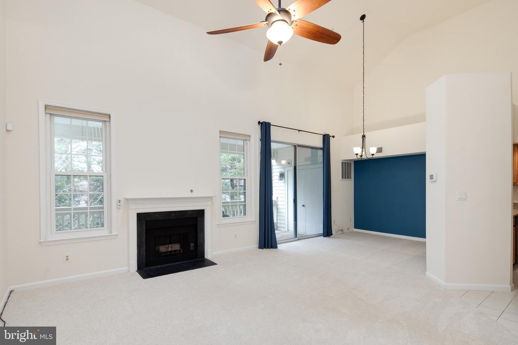 Vaulted ceilings and wood burning fireplace - 6814 BRINDLE HEATH WAY #257, ALEXANDRIA